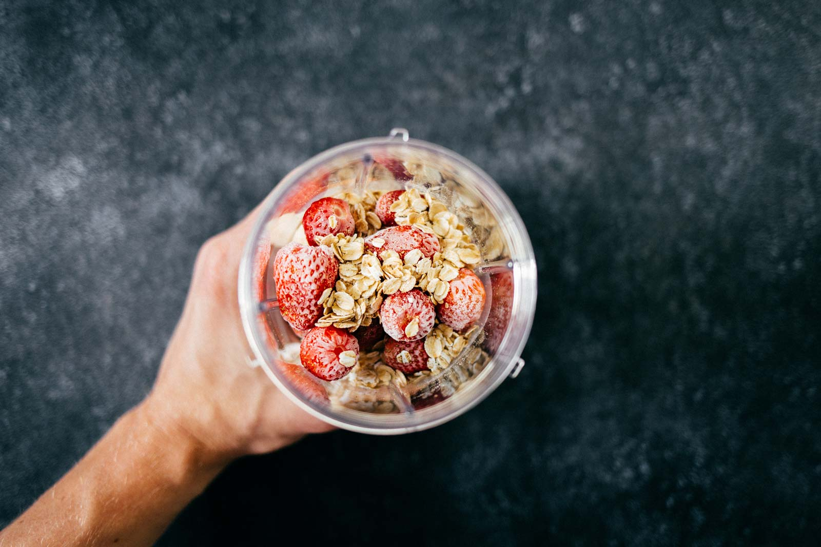 Rolled oats and strawberry smoothie recipe